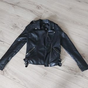 ❤2 for 22 if buy bundle Forever 21 leather jacket